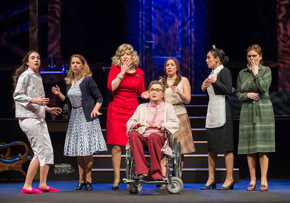 Le attrici protagoniste dello spettacolo Otto donne e un Mistero
