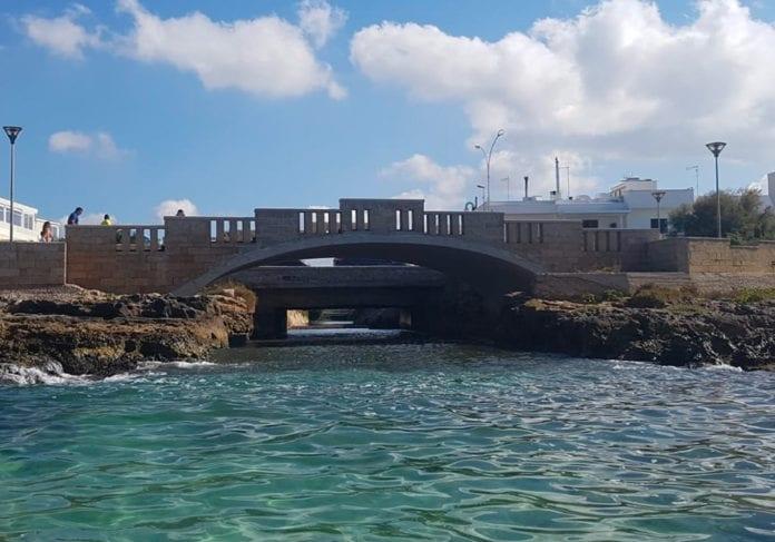 Il ponte sul bacino di Torre San Giovanni